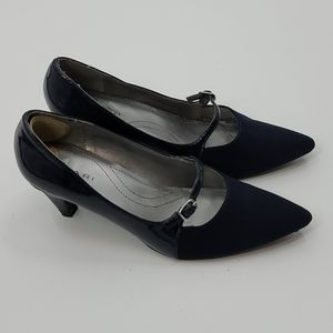 "Navy Tahari ""melanie"" Mary Jane kitten heels."